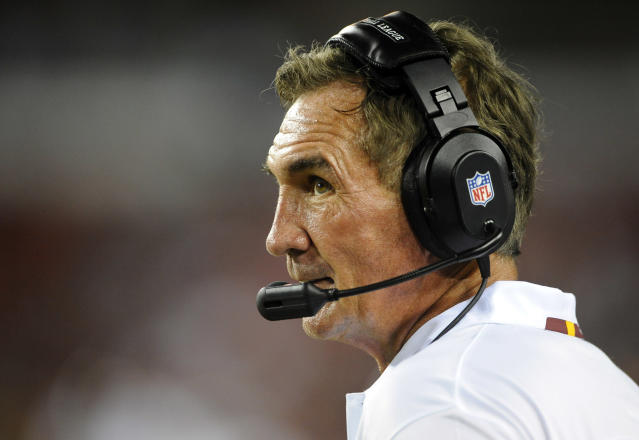 "Mike Shanahan and <a class=""link rapid-noclick-resp"" href=""/nfl/teams/den"" data-ylk=""slk:Broncos"">Broncos</a> GM John Elway reportedly talked about Shanahan returning to coach the Broncos in 2018. (AP)"