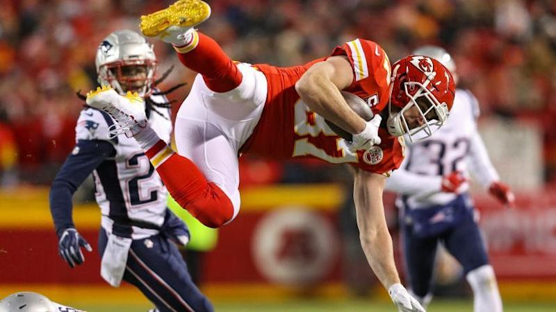 Patriots-Chiefs moves to Monday at 7, Falcons-Packers at 8:50