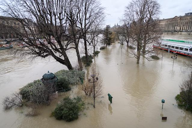 <p>The flooded banks of the Seine river in Paris. The Seine continued to rise on January 25, 2018, flooding streets and putting museums on an emergency footing as record rainfall pushed rivers over their banks across northeastern France. (Photo: Julien Mattia/NurPhoto via Getty Images) </p>
