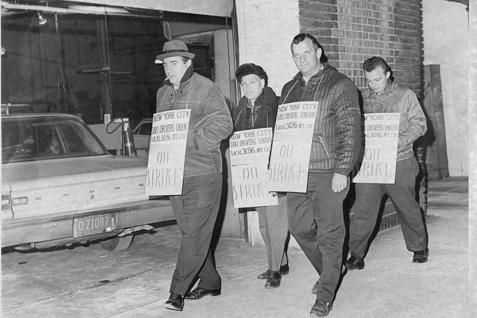 <p>Wildcat picketers on 55th Street take the streets during a taxi strike at Taxi Garage, Inc in November of '67.</p>