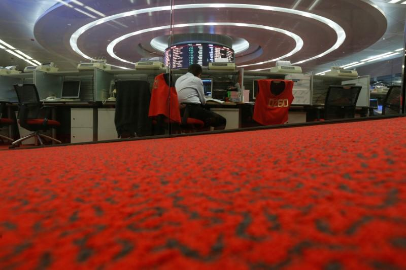 A floor trader monitors share prices during afternoon trading at the Hong Kong Stock Exchange in Hong Kong, China September 26, 2016. Picture taken September 26, 2016. REUTERS/Bobby Yip