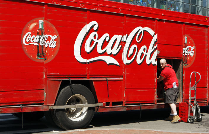 A driver delivers Coca-Cola products to stores in Boston, Massachusetts, April 24, 2008. Coca-Cola Enterprises Inc. reported a lower-than-expected quarterly profit on Thursday, saying the weak U.S. economy weighed on soft drink sales, sending shares of the largest bottler of Coca-Cola Co. products down almost 6 percent. REUTERS/Brian Snyder (UNITED STATES)