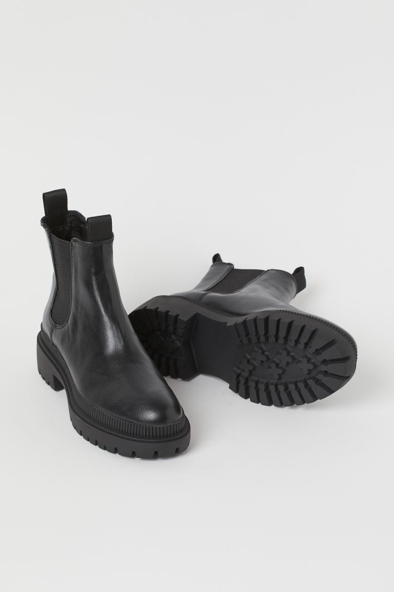 """<br><br><strong>H&M</strong> Chelsea Boots, $, available at <a href=""""https://go.skimresources.com/?id=30283X879131&url=https%3A%2F%2Fwww2.hm.com%2Fen_us%2Fproductpage.0909320002.html"""" rel=""""nofollow noopener"""" target=""""_blank"""" data-ylk=""""slk:H&M"""" class=""""link rapid-noclick-resp"""">H&M</a>"""