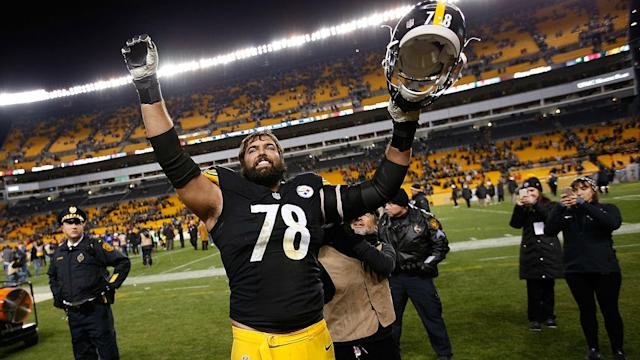 While his teammates remained in the locker room during the anthem, Steelers lineman Alejandro Villanueva stood on the field by himself.