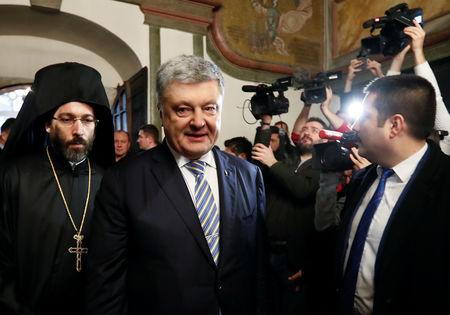 Ukrainian President Petro Poroshenko arrives at St. George's Cathedral, the seat of the Ecumenical Patriarchate, in Istanbul, Turkey January 5, 2019. REUTERS/Murad Sezer