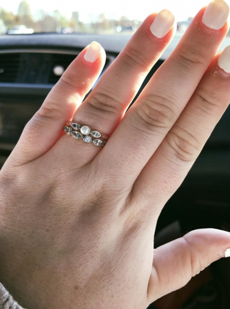 Ariel Desiree McRae's Pandora engagement ring was labelled 'pathetic' by a sales assistant [Photo: Facebook/Arii.Psalms56]