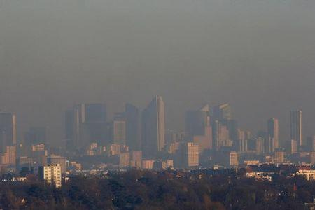 A small-particle haze hangs above the La Defense business district skyline that is seen in the distance in Courbevoie, near Paris, France, December 5, 2016. REUTERS/Gonzalo Fuentes