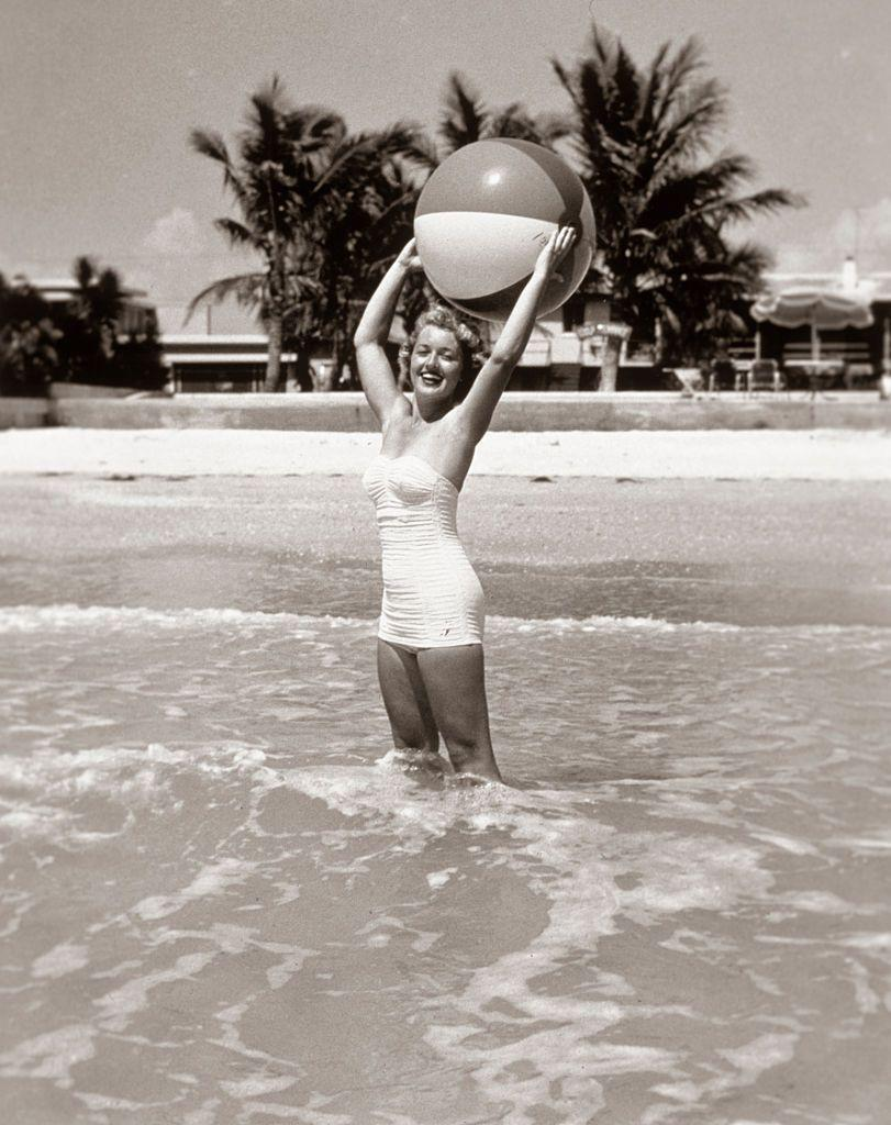 <p>For the record, I don't think anyone playing with a beachball has ever looked more graceful or glamorous than this woman.</p>
