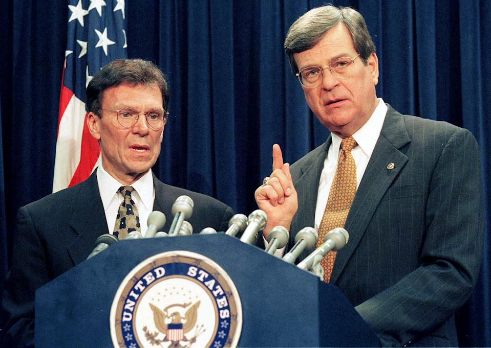 Senate Majority Leader Trent Lott, (R/MS), (R) and Senate Democratic Leader Tom Daschle (D/SD) speak at a press conference after the Republicans and Democrats reached a bipartisan agreement, January 8, covering ground rules for U.S. President Clinton's impeachment trial. (Photo: Reuters)