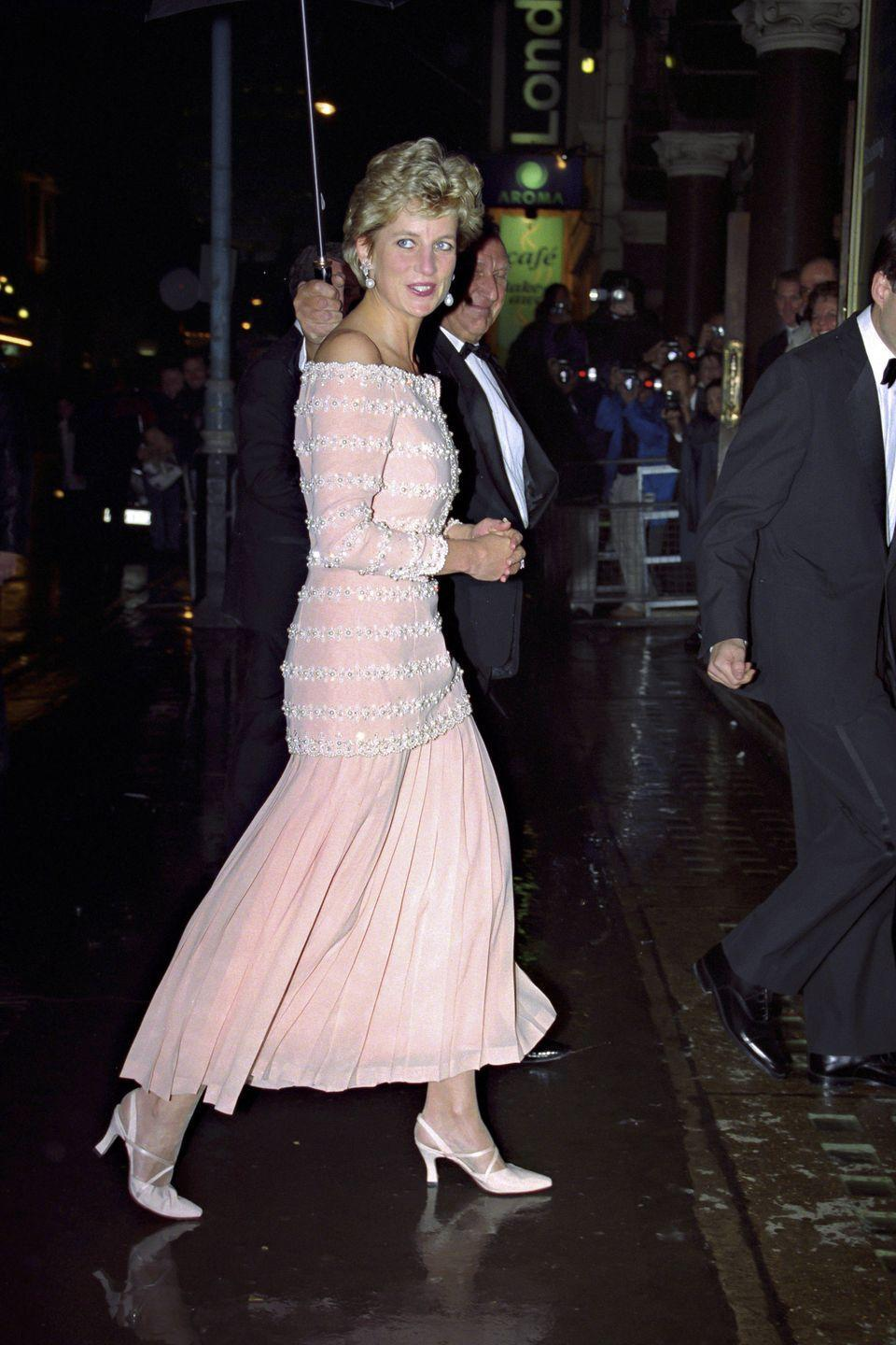 <p>In a pink off-the-shoulder dress and white heels at the London Coliseum. </p>
