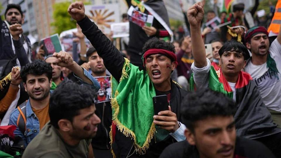 Evictions trigger anti-Taliban protests by thousands in Afghanistan