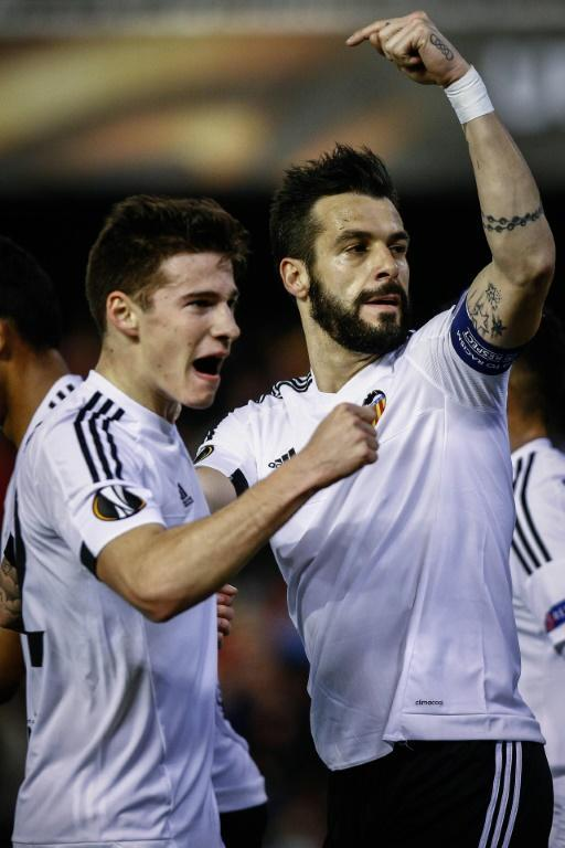 Valencia's forward Alvaro Negredo (R) celebrates a goal with teammate forward Santi Mina during the UEFA Europa League Round of 32 first leg football match Valencia CF vs SK Rapid Wien in Valencia on February 18, 2016