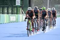 <p>Athletes compete in the women's individual triathlon competition during the Tokyo 2020 Olympic Games at the Odaiba Marine Park in Tokyo on July 27, 2021. (Photo by Charly TRIBALLEAU / AFP)</p>