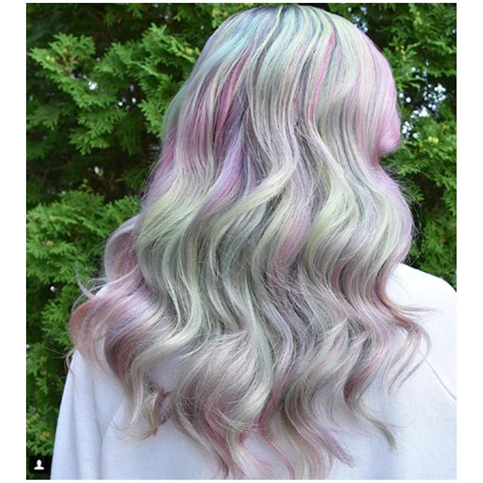 This blessing to our Insta feeds is a soft color melted look, executed using Pulp Riot shades. The colors remind us of a pastel grape on a vine.