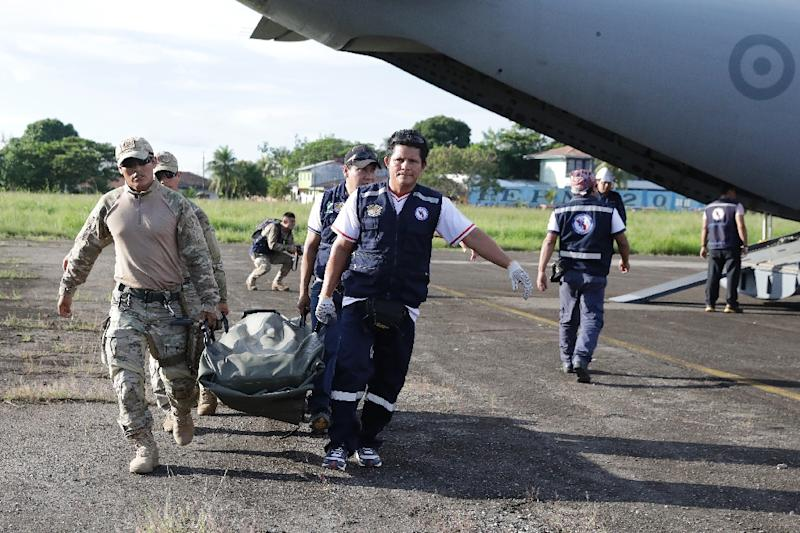 Military personel and members of a health brigade unload equipment from a plane, to be used in areas affected by a quake, in Yurimaguas in Peru's Amazon region (AFP Photo/GUADALUPE PARDO)