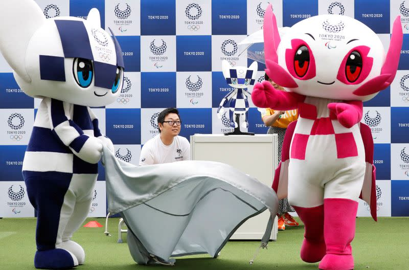 With handclaps, help from Backstreet Boys, Tokyo mascots jet off to Europe
