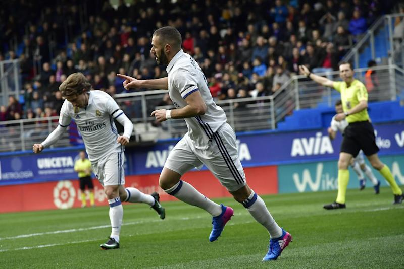Real Madrid's Karim Benzema, center, celebrates his goal after scoring against Eibarl during the Spanish La Liga soccer match between Real Madrid and Eibar, at Ipurua stadium, in Eibar, northern Spain, Saturday, March 4, 2017. (AP Photo/Alvaro Barrientos)