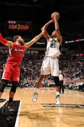 SAN ANTONIO, TX - MAY 15: Tim Duncan #21 of the San Antonio Spurs goes for a jump shot against Blake Griffin #32 of the Los Angeles Clippers during Game One of the Western Conference Semifinals between the San Antonio Spurs and the Los Angeles Clippers during the 2012 NBA Playoffs on May 15, 2012 at the AT&T Center in San Antonio, Texas. (Photo by Andrew D. Bernstein/NBAE via Getty Images)