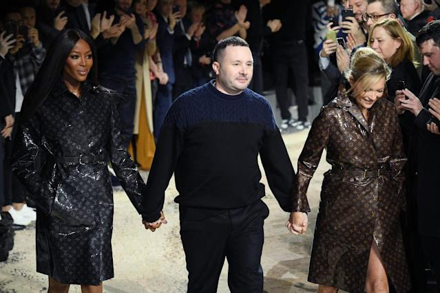 <p>The men's artistic director of Louis Vuitton, Kim Jones, takes his final walk following his catwalk show in Paris, joined by supermodels Naomi Campbell and Kate Moss. (Photo: Getty Images) </p>