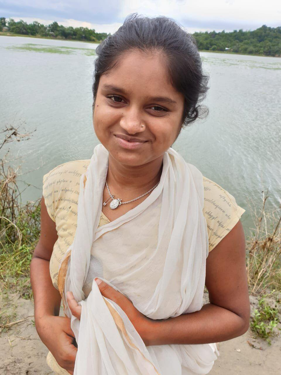 15-year-old Kalpana is uneducated, as she had to discontinue school after landing in a detention camp. (Photo: )