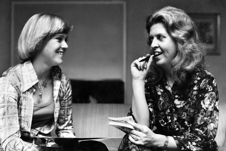 Newman (right) interviews tennis star Sue Barker in 1977 (Alamy)