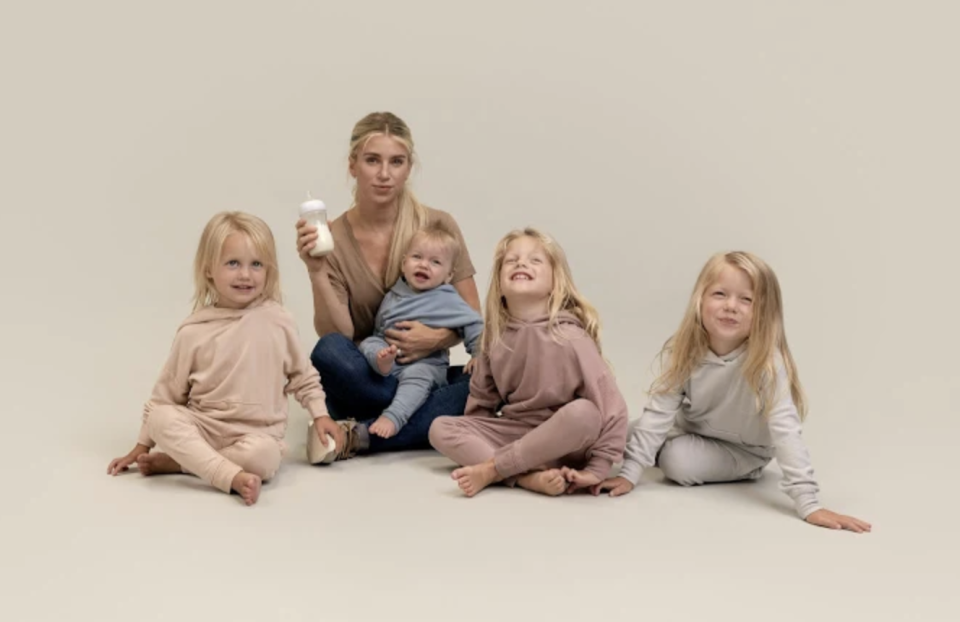 Mom of four Kelly Stafford is sharing her struggles with breastfeeding in a new Bobbie campaign. (Photo: Courtesy of Bobbie)