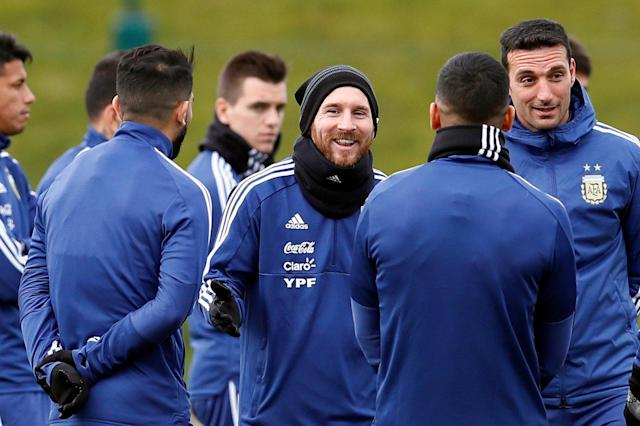 Soccer Football - Argentina Training - City Football Academy, Manchester, Britain - March 20, 2018 Argentina's Lionel Messi, assistant coach Lionel Scaloni and teammates during training Action Images via Reuters/Jason Cairnduff