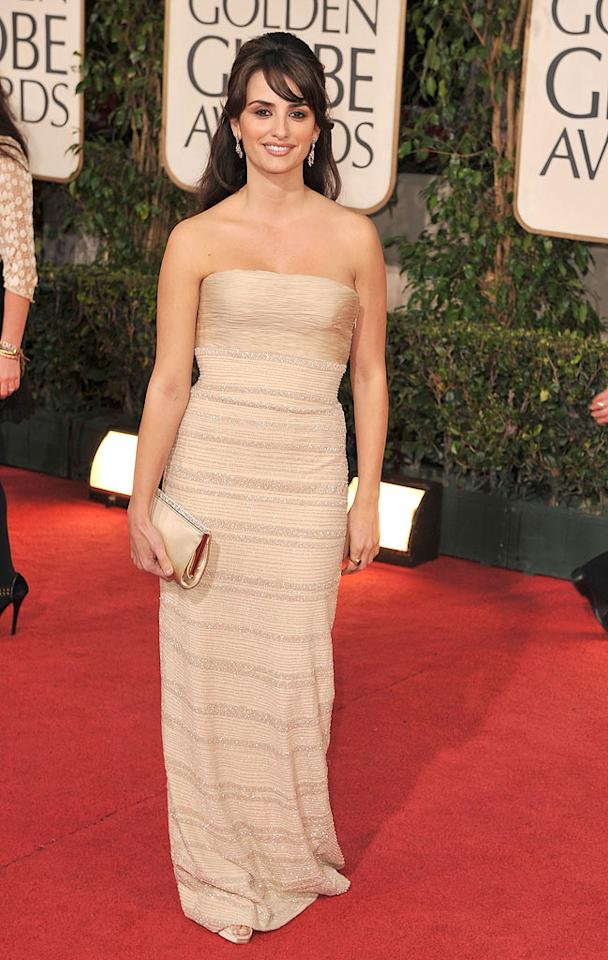 "Penelope Cruz (""Vicky Cristina Barcelona"") strutted her stuff in a simple strapless flesh-colored frock. Steve Granitz/<a href=""http://www.wireimage.com"" target=""new"">WireImage.com</a> - January 11, 2009"