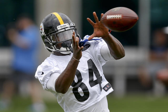 "Pittsburgh Steelers wide receiver Antonio Brown makes a catch in a drill during an NFL football practice, Tuesday, June 12, 2018, in Pittsburgh. Brown says he skipped the final two weeks of organized team activities to spend time with his family and not because quarterback Ben Roethlisberger also bailed on the voluntary sessions. Brown added he doesn't feel much ""freedom"" lately due to pressure from outside forces. (AP Photo/Keith Srakocic)"