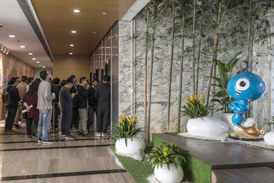 Employees line up at the lifts inside Ant Group's offices in Hangzhou, capital of eastern Zhejiang province, on November 2, 2020. Photo: Bloomberg