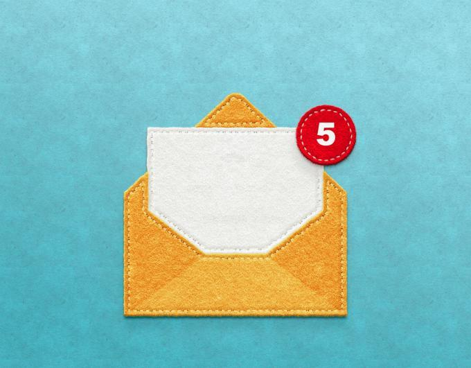 Image of a yellow envelope with a red notification dot.