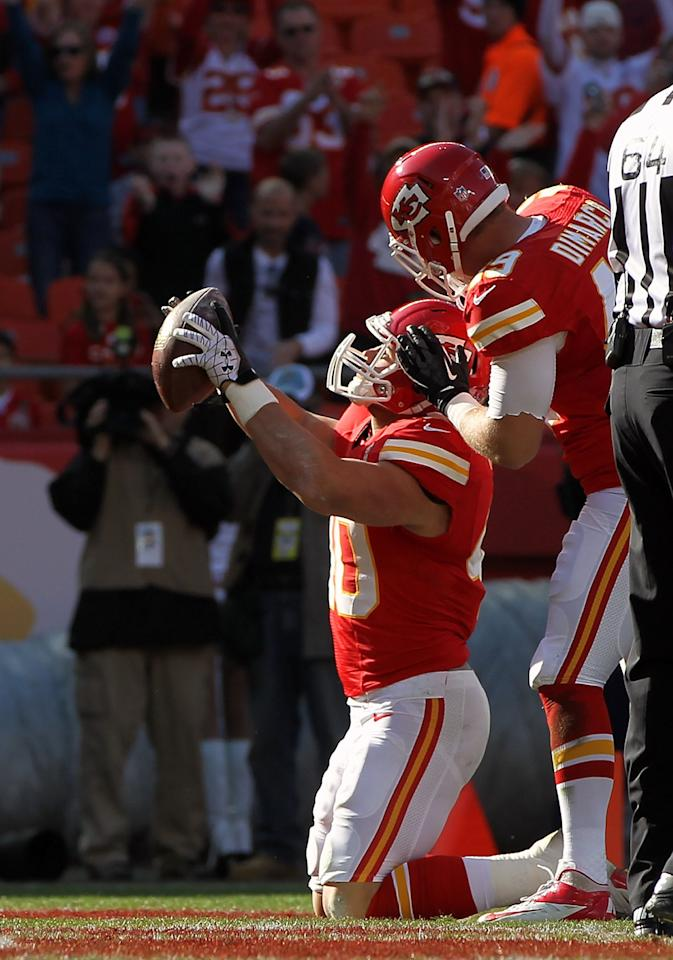 KANSAS CITY, MO - DECEMBER 02:  Running back Peyton Hillis #40 of the Kansas City Chiefs celebrates after scoring a touchdown during the game against the Carolina Panthers at Arrowhead Stadium on December 2, 2012 in Kansas City, Missouri.  (Photo by Jamie Squire/Getty Images)