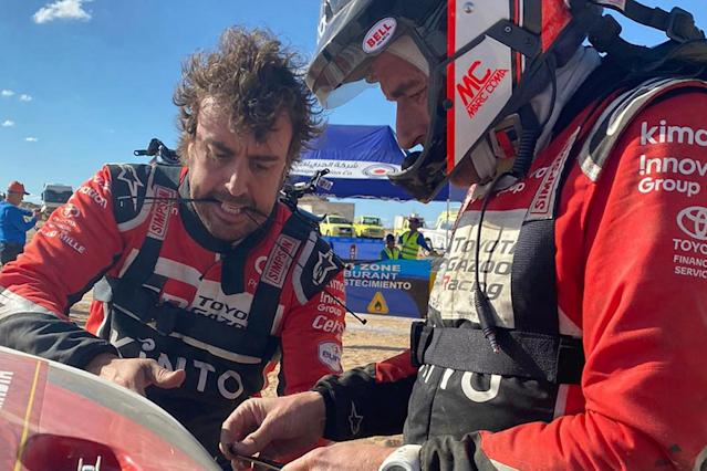 Video: Alonso's early Dakar Rally setback