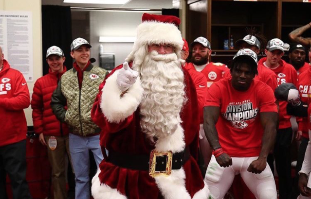 Andy Reid addressed the Kansas City Chiefs in the locker room dressed as Santa Claus. (Twitter/@Chiefs)