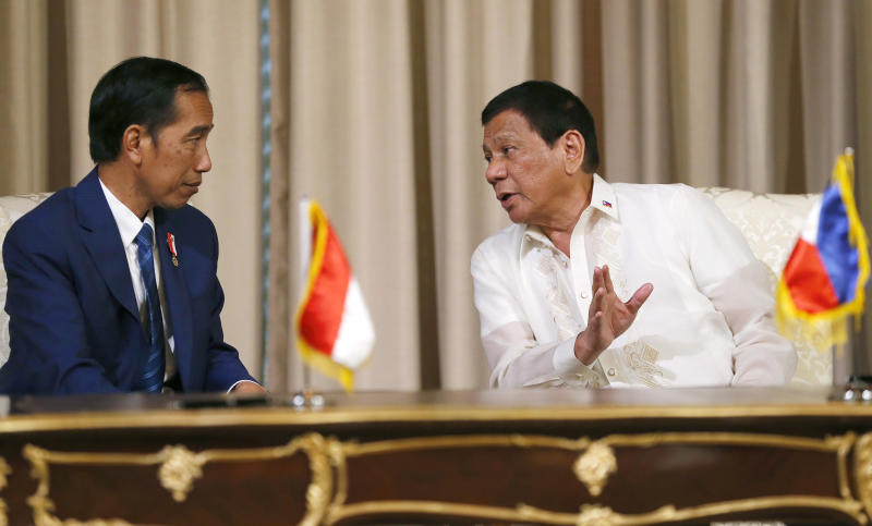 "File photo: Philippine President Rodrigo Duterte, right, gestures while talking with Indonesian President Joko ""Jokowi"" Widodo during a signing ceremony at the Malacanang Palace grounds in Manila, Philippines Friday, April 28, 2017. (AP Photo/Bullit Marquez)"