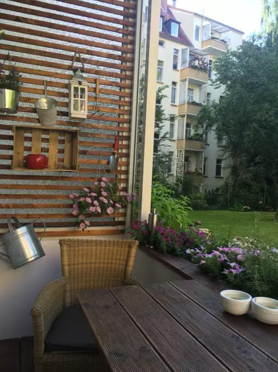 <p>There's also a pleasant balcony where you an enjoy your morning coffee. (Airbnb) </p>