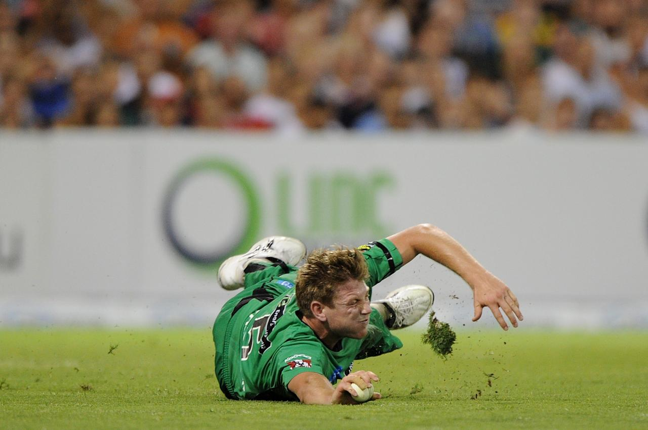 BRISBANE, AUSTRALIA - JANUARY 03:  James Faulkner of the Stars fields during the Big Bash League match between the Brisbane Heat and the Melbourne Stars at The Gabba on January 3, 2013 in Brisbane, Australia.  (Photo by Matt Roberts/Getty Images)