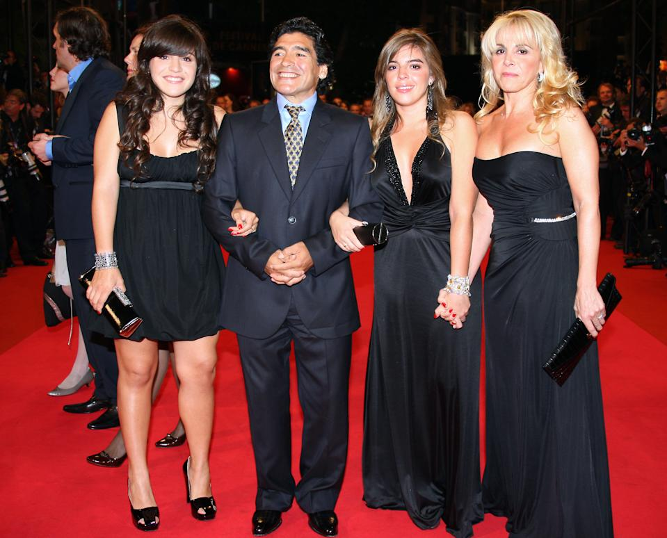 "Former Argentinian football player Diego Maradona (C) poses with his wife Claudia (R) and daughters Giannina (L) and Dalma (R) as he arrives to attend the screening of Serbian director Emir Kusturica's documentary film 'Maradona by Kusturica' at the 61st Cannes International Film Festival on May 20, 2008 in Cannes, southern France. The May 14-25 festival winds up with the awards ceremony for the prestigious Palme d'Or, to be determined by a jury headed by Hollywood ""bad boy"" Sean Penn.    AFP PHOTO / Valery Hache (Photo by Valery HACHE / AFP) (Photo by VALERY HACHE/AFP via Getty Images)"