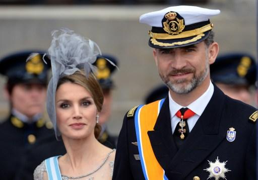Spain's Crown Prince Felipe and Crown Princess Letizia leave the Nieuwe Kerk (New Church) in Amsterdam on April 30, 2013 after attending the investiture of King Willem-Alexander of the Netherlands.    AFP PHOTO / PATRIK STOLLARZ