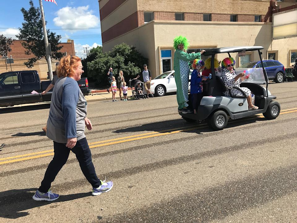 Sen. Heidi Heitkamp marches in the annual Roughriders Day parade in Dickinson, N.D. (Photo: Holly Bailey/Yahoo News)