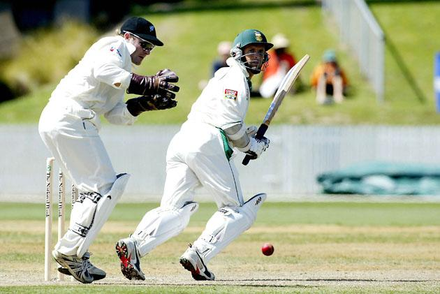 HAMILTON, NEW ZEALAND - MARCH 11:  Gary Kirsten of South Africa hits out during the second day of the 1st Test between South Africa and New Zealand played at the Westpac Stadium on March 11, 2004 in Hamilton, New Zealand. (Photo by Touchline/Getty Images)