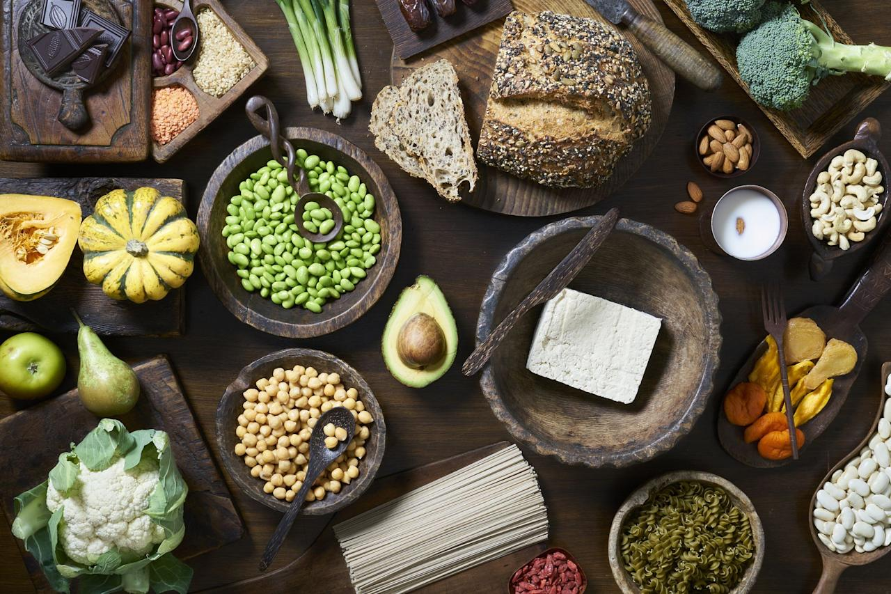 """<p>Fibre is essential to any healthy diet, and amongst other things it helps keep your digestive system healthy, and is <a href=""""https://www.nutrition.org.uk/healthyliving/basics/fibre.html?__cf_chl_jschl_tk__=8ebeba96236459d55dffe0398b12e31df3e8aed5-1576663663-0-AWzfpnsUWuZLDg4rf02zo1lKGDjvh3eQclxH-XasU6fHGFOaeyLTxePh4gyfgSsWGWacPgFhJHmpAn0m4lZvasq8aHE-K12evTEMySxfgzN3Q-uwGSxLyOTWE5yD2GVygJbx9HEDzg-zXGN4FAjFAUAhiNR6OLk-OoOiv7lInq_pEi1DoccTqheo0s7JtQ0_NiIFniFNLE3Y3naFF6LE2Wj0RYtTJACcicqml2_fF4WzNmGAKJwUZZ4brbr6UGJJ2WpfGgZMhrnRKAwo3o0pawIOtlZ_ahHxNp-8j2ljlh2mD3njgfPHbdwj5pVbX7nIH2XoX8k8tnXMHMcCzlmGSXT7Nk_gia4LJk7gzOwap4lt"""" target=""""_blank"""">also associated with</a> a lower risk of heart disease, stroke, type 2 diabetes and bowel cancer.</p><p>An aside from its fantastic health benefits, high-fibre foods can help us feel fuller for longer, and prevent awkward and damn-annoying issues such as constipation.</p><p>With that in mind, here are some high fibre foods that are easy enough to include in your daily diet, if you're not already!</p><p>For more information on how to increase fibre in your daily diet, <a href=""""https://www.nhs.uk/live-well/eat-well/how-to-get-more-fibre-into-your-diet/"""" target=""""_blank"""">visit the NHS website</a>.</p>"""