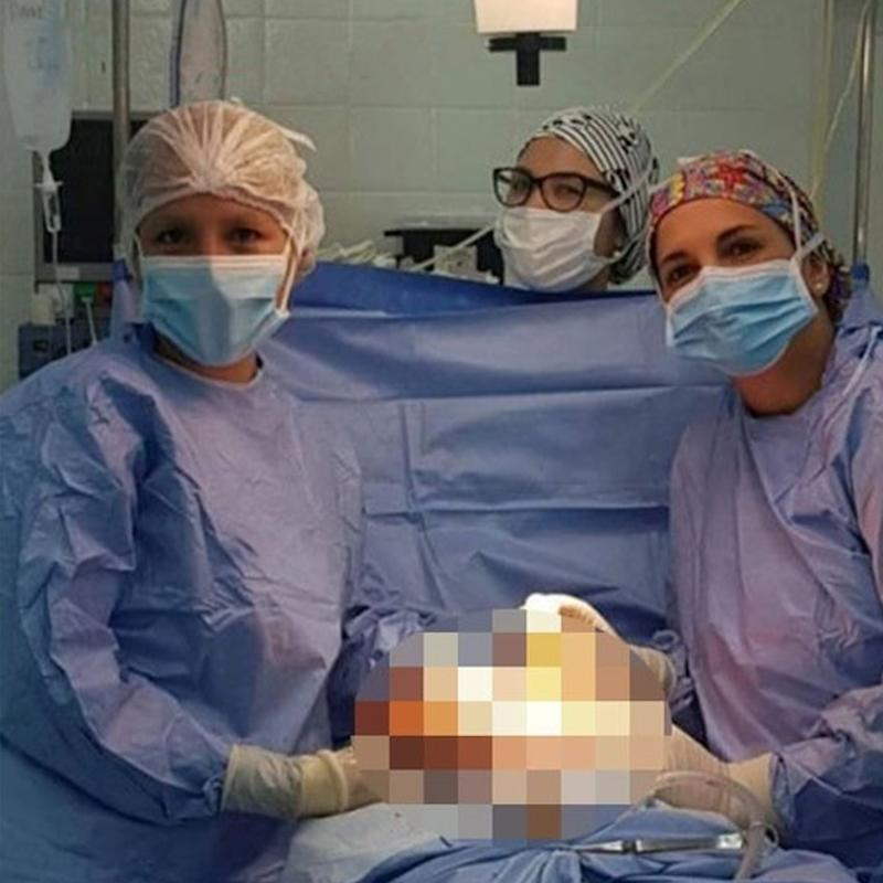 Argentinian surgeons suspended over mid-surgery selfies