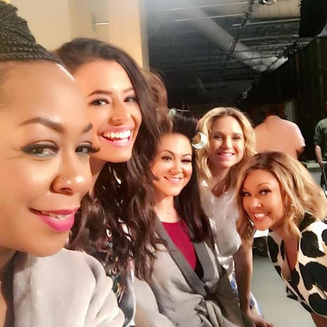 <p>With the ladies backstage — lucky to be on a fake daytime talk show with these gorgeous DIVAS. ✨ — @vanessawilliamsofficial </p>