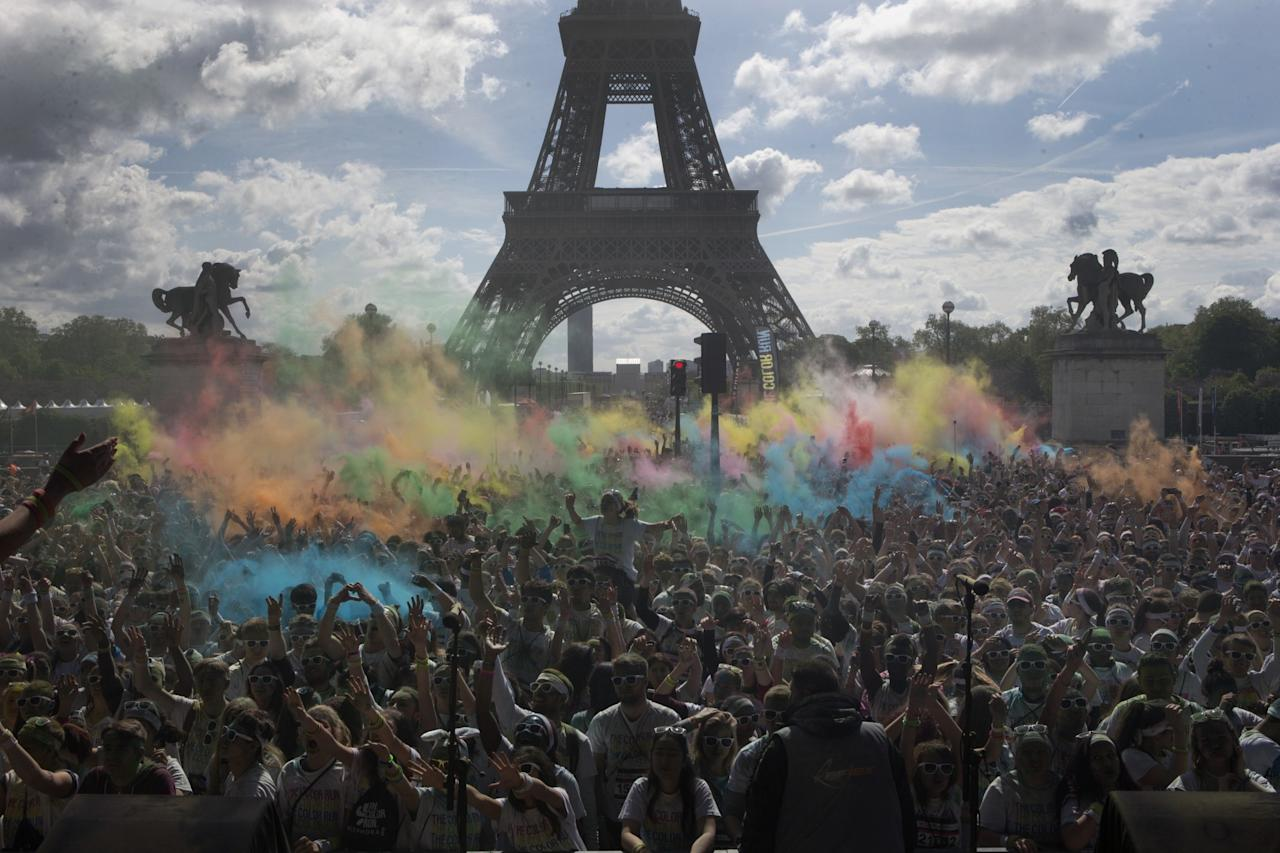 <p>People take part in the Colour Run near the Eiffel Tower in Paris. (AP Photo/Francois Mori) </p>
