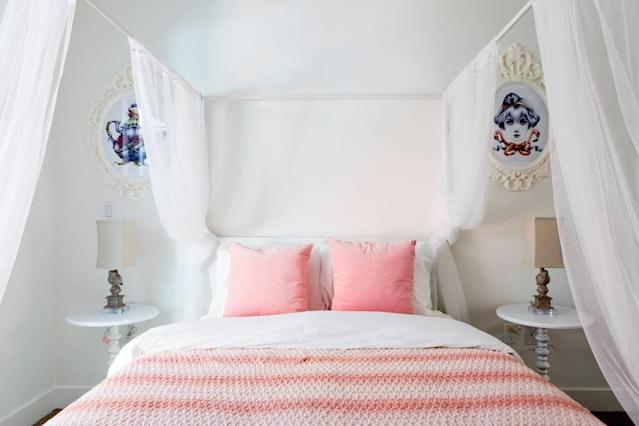<p>Next is the White Queen's room, which has a light and airy feel, aided by the large window and ample natural light. (Airbnb) </p>