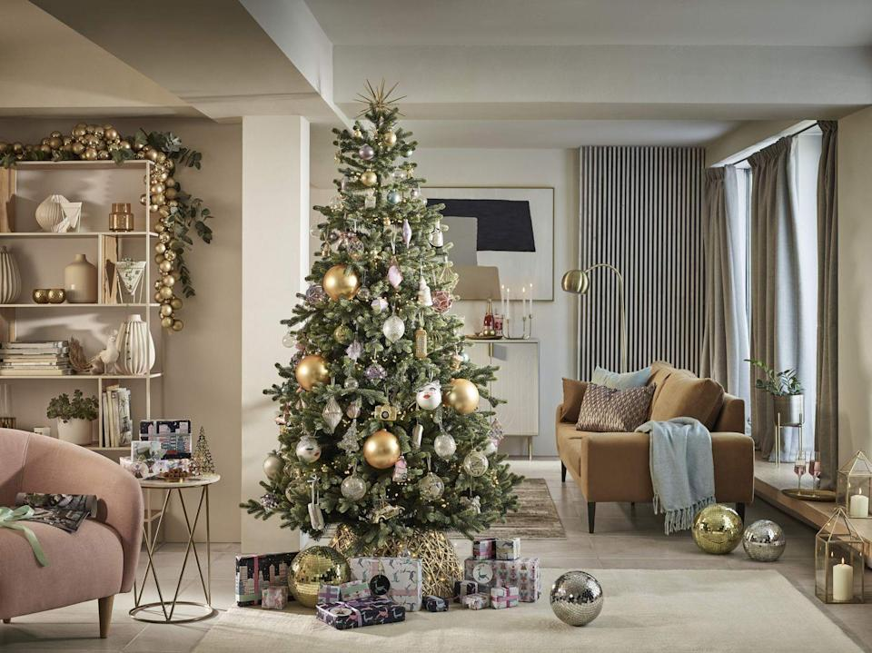 <p>This contemporary trend — inspired by architecture found in cities — has a colour palette that plays on the geometry found in towering buildings. Elegant and ornate, you'll find gold baubles, gorgeous glasses and Christmas trees with frosted tips. <br></p>