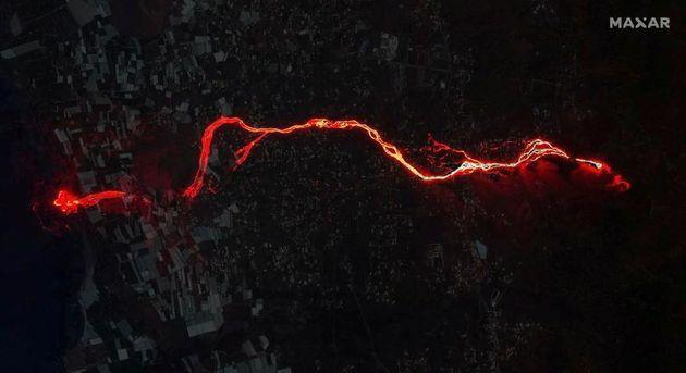 A composite image shows a satellite image of the lava flow from the Cumbre Vieja volcano on the Canary Island of La Palma, Spain, after it reached the Atlantic Ocean (Photo: Reuters)