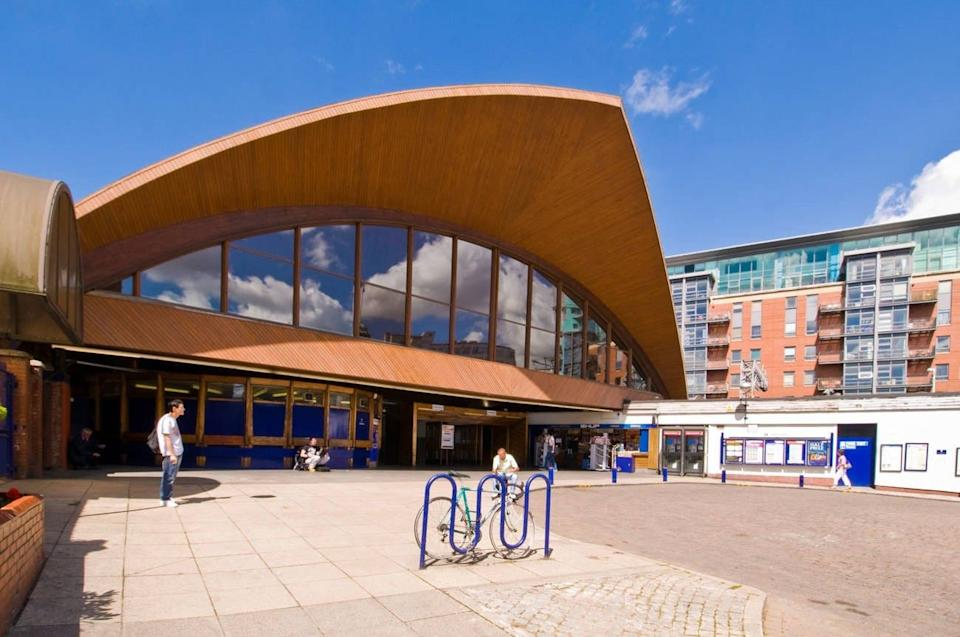 Manchester Oxford Road Railway Station entrance - Alamy