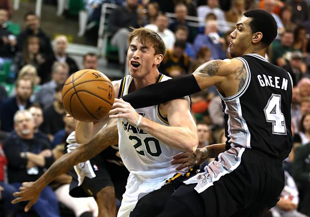 San Antonio Spurs' Danny Green, right, fouls Utah Jazz's Gordon Hayward who was shooting during the first half of an NBA basketball game in Salt Lake City, Friday, Nov. 15, 2013. (AP photo/George Frey)